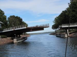 Die Drehbrücke vor Mariehamn haben wir passiert